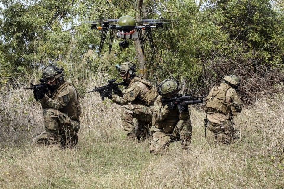 Forze speciali turche con drone di ricognizione