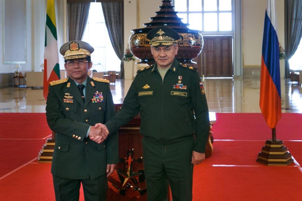 Ministro della difesa russo in visita in Birmania